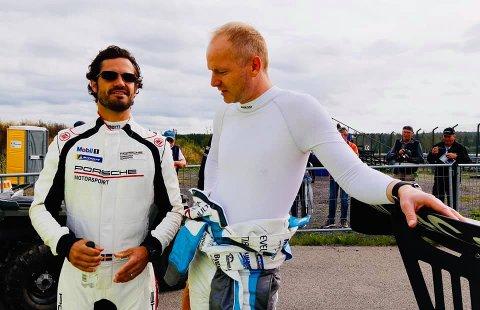 MØTE: Prins Carl Philip og Roar Lindland etter helgens kjøring i Sverige.
