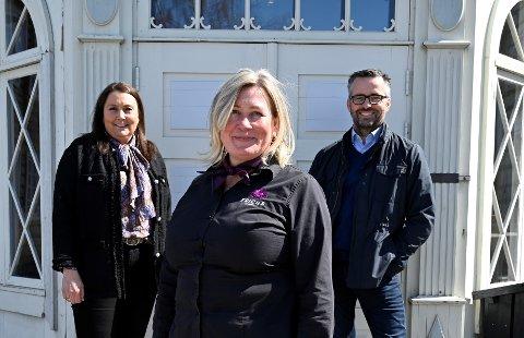 Susan Nermo er ny daglig leder i museumskafeen. Kjededirektør Roar Øien og salgssjef Olga Marie Skreen i Frichs spiseri er fornøyd med valget.