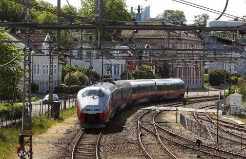Alle tog på Østfoldbanen innstilles i seks uker i sommer.