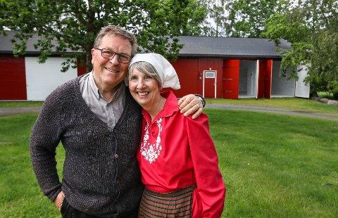 VELKOMMEN: Til helgen åpner Karl Otto og Ann Elizabeth Molvig dørene til sitt sommergalleri på låven.