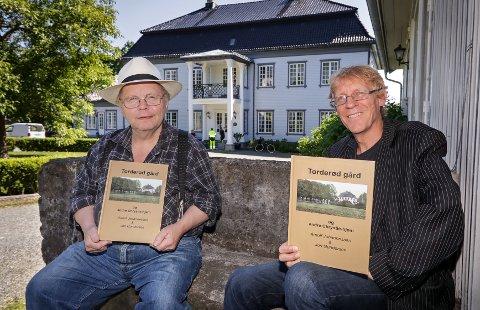 NY BOK: Arnulf Johannessen (til venstre) og Jon Gundersen er forfatterne bak boka «Torderød gård og andre Chrystie-hjem».
