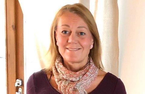 Helsesykepleier Kari Jensen fra Trondheim er opptatt av å være tilgjengelig for elevene på Trondheim katedralskole.