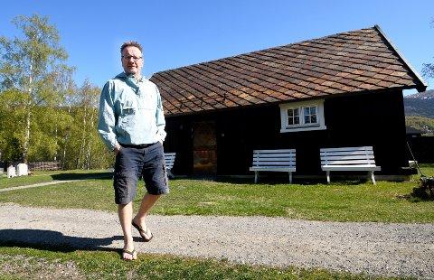 - Det er eit pent bygg, men som kyrkjestugu er ho for lita, seier soknerådsleiar Erik Lillebråten.