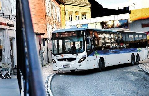TABBE: MDGs Barbara Vögele mener det var en tabbe å etablere bussterminalen på Prostneset. Aller helst ser hun at Sjøgata stenges for all trafikk.