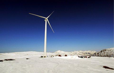 SANDHAUGEN:Pilotmølla Margrethe Kitti brant ned. Norsk Miljøkraft fikk etterhvert konsesjon for fire store turbiner på stedet, men brukte for lang tid på å realisere prosjektet og mistet tillatelsen.