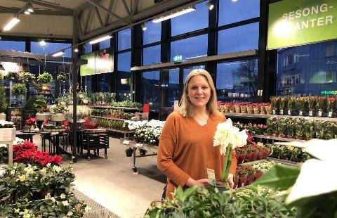 GODE TIDER: Kristin Wibe er regionsjef for Felleskjøpet Agri. Her er hun avbildet i forbindelse med nyåpnet hageavdeling ved Felleskjøpet Steinkjer.