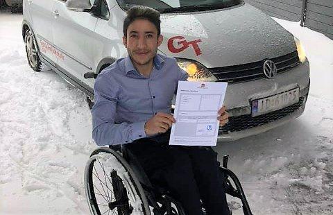 GLEDE OG SKUFFELSE: Mohamad Abdulalim tok lappen 28. november. Samme dag fikk han avslag fra Nav på søknad om støtte til bil.