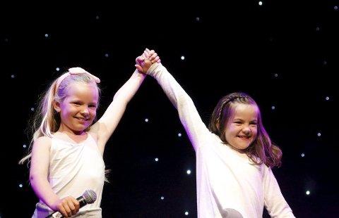 Flinke: Olivia og Emilie beviste på scenen at de er gode venner.