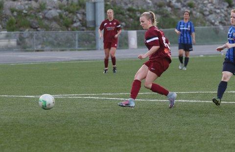 Oda Berge setter inn ett av sine fire mål mot Stabæk 3.
