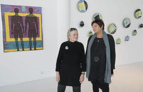 Samspill: Else Ljådal og Åse Schmidt har kjent hverandre veldig lenge. For første gang stiller de ut sammen og gir utstillingen i Galleri Bølgen tittelen «Samspill»foto: Per Albrigtsen