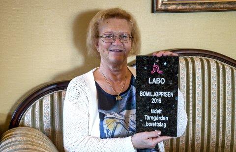 Styreleder og initiativtaker: Torunn Myhre har i årevis jobbet for et godt sosialt miljø på Tårngården borettslag. Nå belønnes hun med LABOs bomiljøpris. – Det er hyggelig at den ble tildelt oss eldre, mener hun.foto: vårin alme