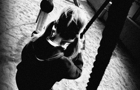 ill foto om fattigdom        FØRSTESIDE *** Local Caption *** Fattige: Mange barn kan ikke drive med de samme aktivitetene som andre. De lever under fattigdomsgrensa. (Illustrasjonsfoto: Arild Eikrem)