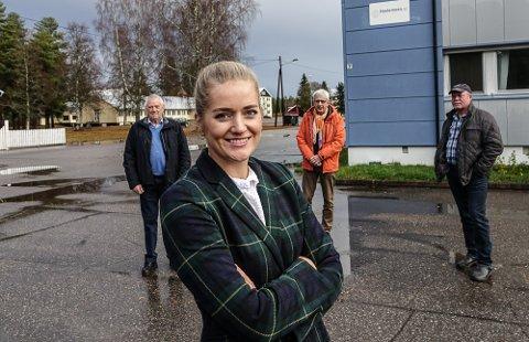 MÅ VURDERES:  Stortingsrepresentant Emilie Enger Mehl på Haslemoen-befaring sammen med lokale partifeller Ivar Arnesen, ordfører Ola Cato Lie og Hans Robert Morønning.