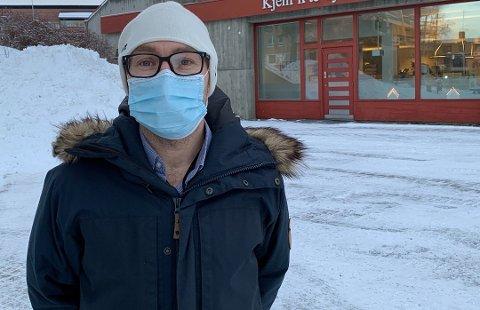 REISERÅD: Kommuneoverlege Tor Halvor Bjørnstad-Tuveng oppfordrer innbyggerne til å unngå reiser ut av regionen etter utbruddet av det muterte koronaviruset på Østlandet.
