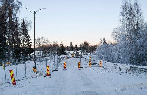 STENGT: Gamlevegen mellom Løten og Elverum er nå stengt fordi brua over Terningåa skal skiftes ut.