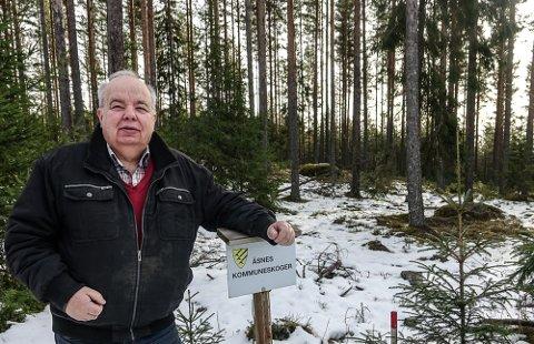 EN MULIGHET: – Å bruke av kommuneskogens overskudd til kommunal drift vil være en løsning og gjøre at innbyggerne belastes mindre med en urimelig eiendomsskatt, sier Per Roar Bredvold.