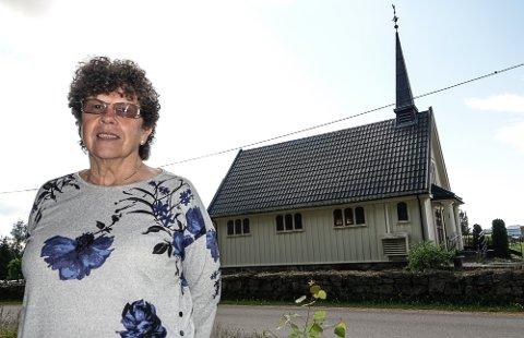 KOM IGJEN: – Jeg har fortsatt et håp om at det blir mange nok på en dugnad til å få malt kapellet, sier kirkeverge Marit Kilen i Våler.