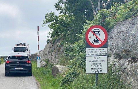 Utenom åpningstid er det sjakk matt for de trenger HC-parkering ytterst på Verdens Ende.