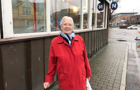BLE HØRT: Astrid Olsen (86) ble hørt. Bane NOR har satt opp skilt på toalettet.