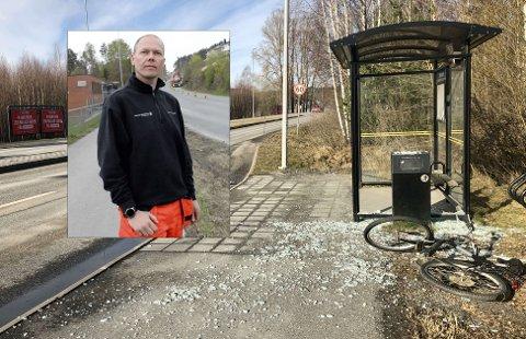 I TUSEN KNAS: Busskuret ved Klevstrand lå mandag morgen spredt utover asfalten, etter å ha blitt ramponert i løpet av helga.