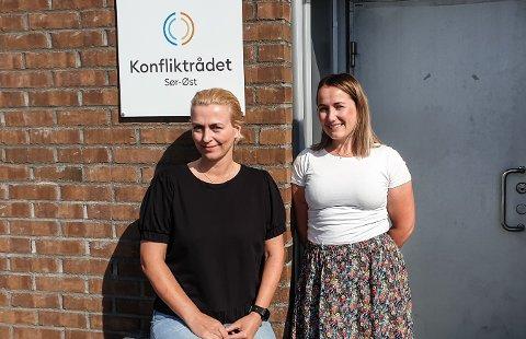 MEKLING: Ingrid Strandgård Baun og Kirsti Stensrud Gauslaa forteller at konfliktrådet driver med mekling. Målet er ikke å straffe noen, men å åpne for en dialog mellom ulike parter i en sak for å lande på en gjensidig avtale.