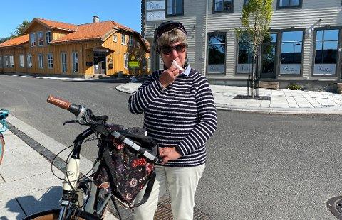GIKK PÅ TRYNET: Solveig Kuhn falt med sykkelen idet hun forsøkte å komme seg opp på fortauet.
