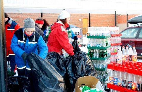 IHERDIG DUGNADSINNSATS: Til lørdag går den første av to flaskeinnsamlinger av stabelen for Rakkestad skolekorps.