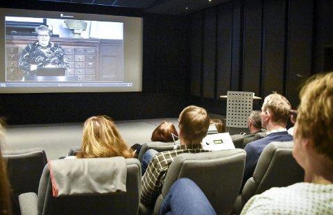 Minister på skjermen: Markeringen som skjedde i Oslo, ble livestreamet til de ansatte på Nasjonalbiblioteket i Mo i Rana.Foto: Beate Nygård Johansson