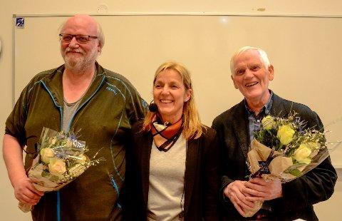 Per Ole Syvertsen (t.v.) og Torbjørn Skjæran mottok stipender og fikk blomster av leder Gislaug Øygarden.