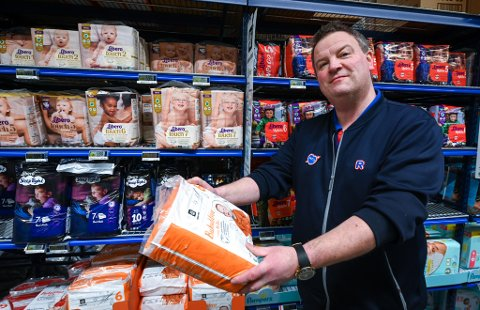 Geir Nilsen ved Rema 1000 i Ranenget sier at bleier er blant produktene svenskene kommer til Norge for å handle.