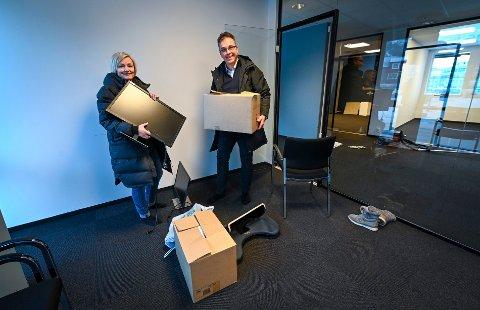 Rede eiendomsmegler er på flyttefot inn i O.T. Olsensgate. Lena Erlandsen og Stig Magne Øie er i full eskebæring.