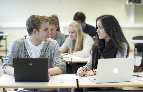 SKAL FULLFØRE: Regjeringen har som mål at 9 av 10 elever som begynner på videregående opplæring, skal fullføre og bestå innen 2030.Foto:  NTB scanpix