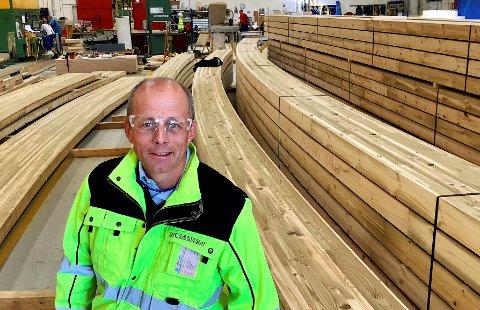 VERDENSMANN: Direktøren i Moelven Limtre, Rune Abrahamsen, får besøk fra hele verden av folk som vil studere Mjøstårnet og bruk av limtre i høye bygg