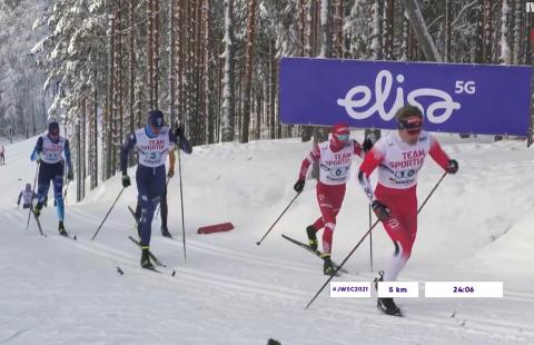 Rykket: Jonas Vika rykket fra de andre lagene på andre etappe i VM-stafetten. De andre klarte aldri å ta igjen Norge etter dette. Dermed ble det historisk VM-gull til Vika, Mjøsski, Brumunddal og Ringsaker.
