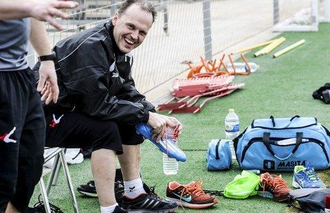 HBKs sports- og utviklingssjef Rolf-Magne Walstad har grunn til å være blid. Etter en bekmørk sommer kan klubben nå håpe på en solrik høst etter at man har unngått konkursspøkelset.