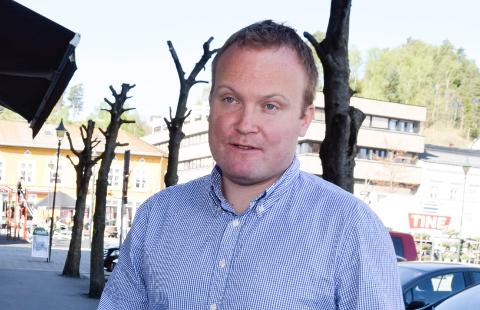 Hans-Petter Aasen (Sp) mener at forslaget i realiteten vil bety at kommunen må behandle sakene på gamlemåten igjen. Det blir mer tidkrevende, er han redd.