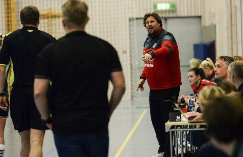 Engasjert: HSK-trener Glenn André Ruud-Andersen var som vanlig meget engasjert på sidelinjen.