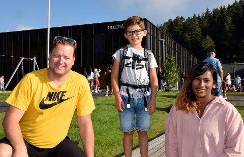 STOR DAG: Skolestarten var en stor dag, ikke bare for Daniel, men også for foreldrene Kjetil Stubberud og Elisabeth Norstrøm.
