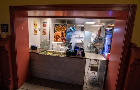 GATEKJØKKEN: Akbari Mix Grill drives som gatekjøkken uten sitteplasser for gjestene.