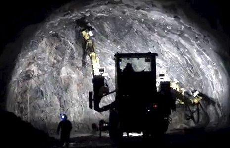 I GANG: Statens vegvesen har så langt brukt 170 millioner kroner på arbeidet med nytt tunnelløp, men regjeringen har ennå ikke bestemt om det blir et tunnelløp til eller bro.Foto: Vegvesenet