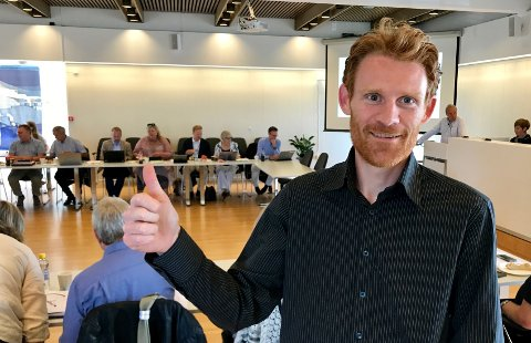 Ole Østbakken er glad for at saken om tvangsinnløsning av deler av eiendommen hans ble trukket fra kommunestyrets møte torsdag.