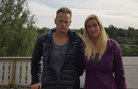 Fredrik Storm Magnussen og hans kone Malene Johnsen er redde etter at de fant kulehull i båten.