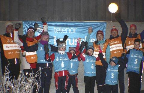 Gleder seg: fra ventre: Tore Karlsen, Karianne Dyrdal, Ida Dyrdal Gran (13år), Håkon Dyrdal Karlsen (8 år)  , Sara Dyrdal Karlsen (7 år) , Liv Elena Myrhaug (7år) Nina Myrhaug, Olav Myrhaug (4 år), Paul Myrhaug, Luca Nilsen (10 år), Øyvind Nilsen.
