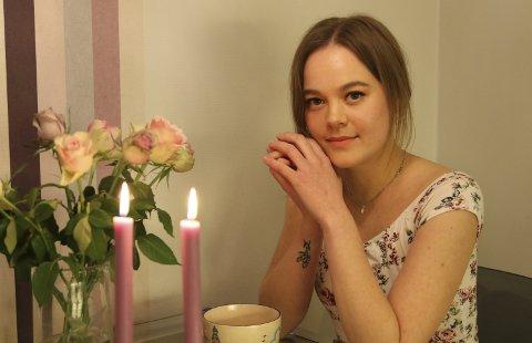 Umulig situasjon: 22 år gamle Tiril Myrseth er avhengig av kollektivtransporten som nå slutter å gå forbi Bjerkøya. Hun sier at om ikke busselskapet reverserer planene sine blir hun tvunget til å flytte. ALLE FOTO: INGUNN HÅKESTAD BRÅTHEN