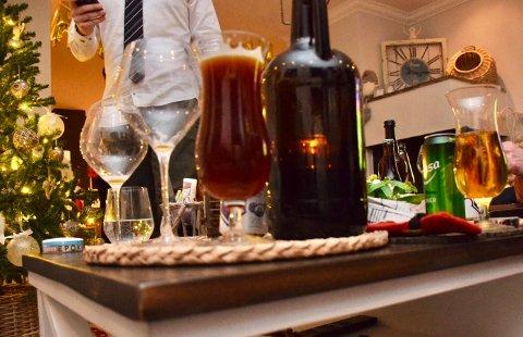 GOD MAT OG DRIKKE: Julebordsesongen består ofte av mye god mat og drikke. Da er det viktig å være klar over promillen som følger med. (ILLUSTRASJONSFOTO: Lily Marcela Gundersen)