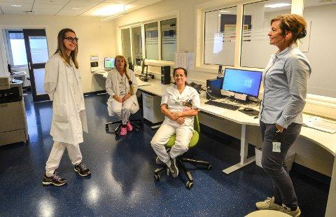 ETTERLENGTET: Med tre nye årsverk blir Sandefjord legevakt en mer attraktiv arbeidsplass. Det styrker både rekruttering, opplæring og kvalitet. Fra venstre lege Magdalena Przybylak, sykepleier Ellen Wegger, sykepleier Eva Maria Rodrigues og enhetsleder Hanne Einhausen.