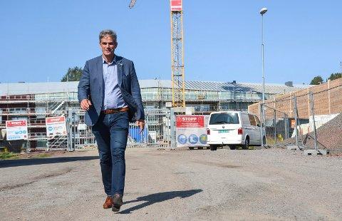 KODAL SKOLE: Ordførerkandidat Bjørn Ole Gleditsch (H) er stolt av at kommunen nå bygger ny skole i Kodal. Skolen står ferdig til våren. – For oss som kommer fra gamle Sandefjord var det viktig å få til det som gamle Andebu kommune ikke fikk til alene, sier han.
