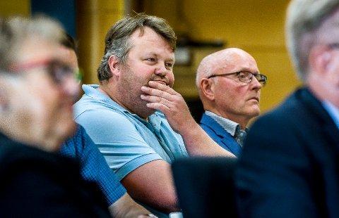 SPRAKK: Senterpartiet har to representanter i bystyret, men i saken om å bruke dyrket mark på Navestad til boliger, sprakk de. Helge Skår (t.v.) stemte imot reguleringsplanen, mens Arild Smaaberg stemte for.