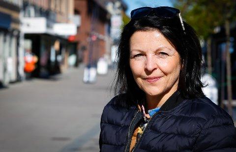 TUNGT: Daglig leder for byselskapet iSarpsborg, Bente Kjenstad Jæger er ikke i tvil. Situasjonen er tøff for de næringsdrivende i sentrum.