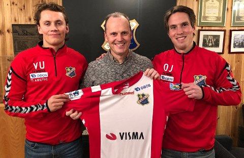 NY UTFORDRING: Ole Johan Aas (til høyre) blir ny hovedtrener for Lyns damelag i Toppserien. Med seg får han toppspillerutvikler Vebjørn Urdal (til venstre). Her sammen med sportslig leder i Lyn, Rolf-Magne Walstad.